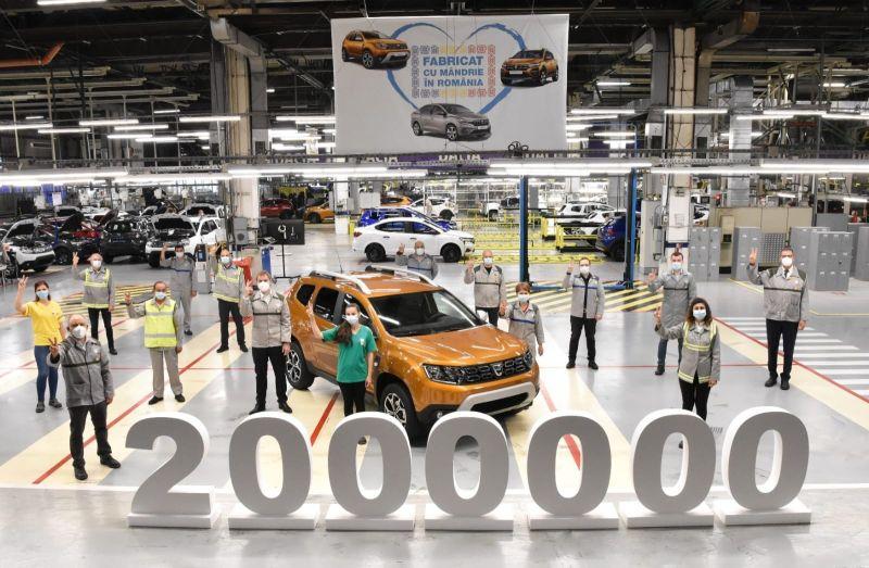 Uzina Dacia de la Mioveni a produs azi modelul Duster cu numărul 2.000.000.